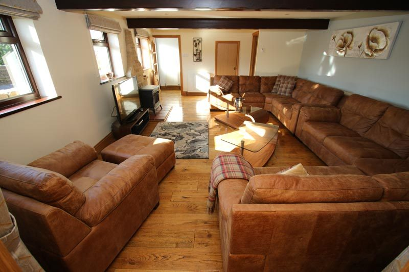 Large Living Room, seats 10/11, with TV and Gas Stove Fire