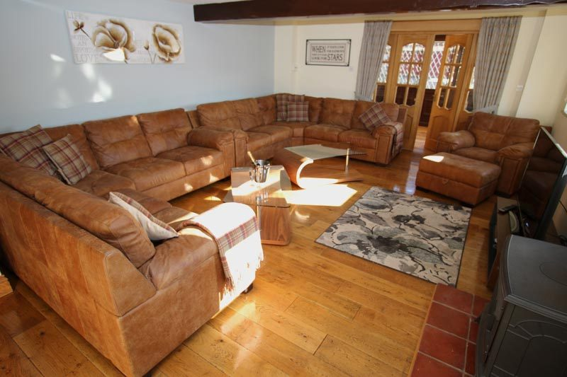 Large Living Room, seats 10/11