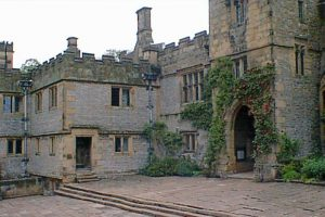 Family accommodation sleeps 10 near Haddon Hall Derbyshire Peak District