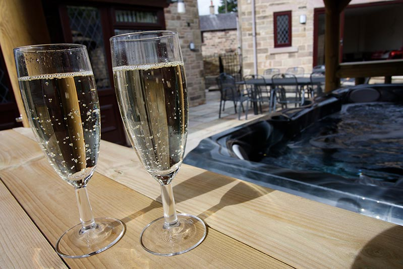 holiday cottage with hot tub derbyshire